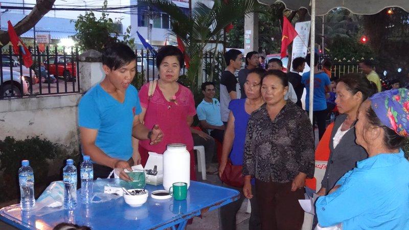 csm_Laos_health_expo_7_charcoal_demo_196d4ec813